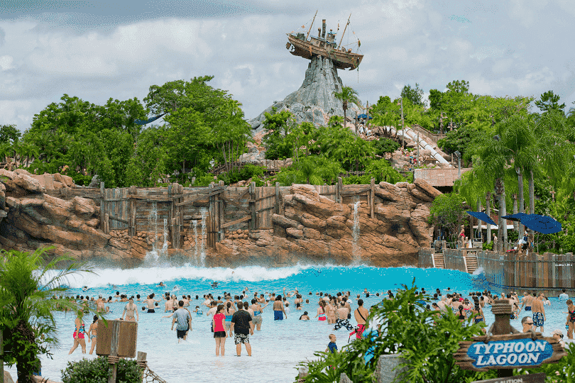 Vista da entrada do Parque Disney Typhoon Lagoon