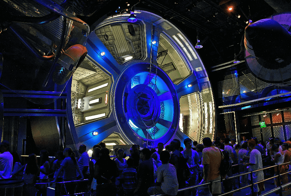 Fila no Mission Space no Epcot em Orlando