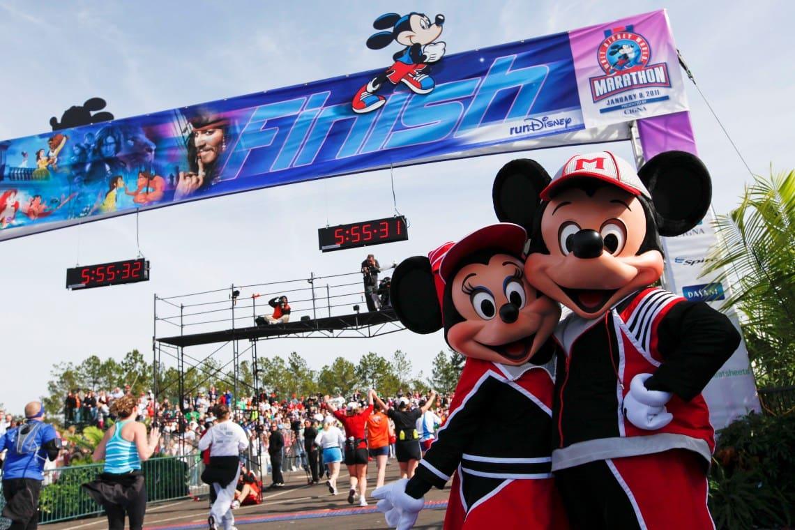Linha de chegada da Walt Disney World Marathon Weekend na Disney Springs Orlando