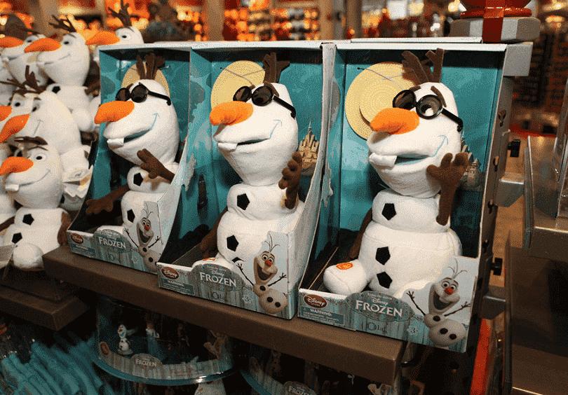 Olaf de pelúcia na loja World of Disney