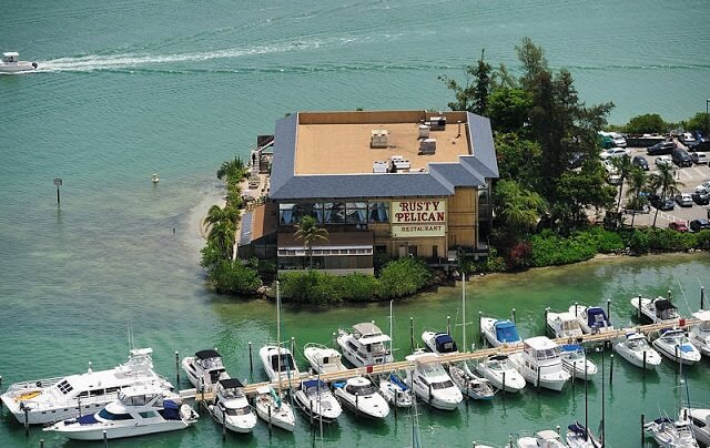 Conheça o restaurante Rusty Pelican em Miami