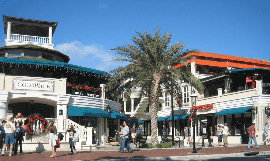 Lojas e restaurantes do Cocowalk em Coconut Grove