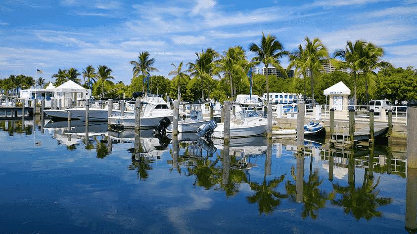 Coconut Grove em Miami: Bairro charmoso com parques e restaurantes