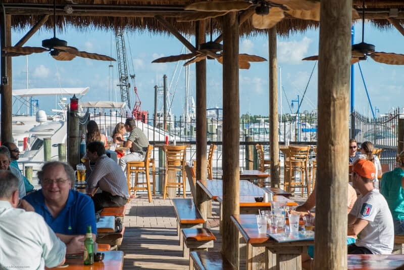 Restaurante Monty's Raw Bar em Miami Beach na Marina de Miami