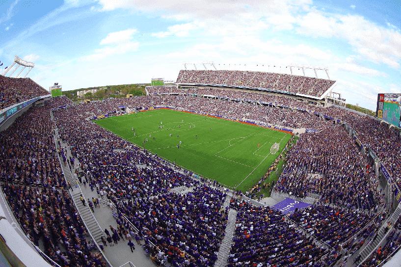 Jogo de futebol em Orlando