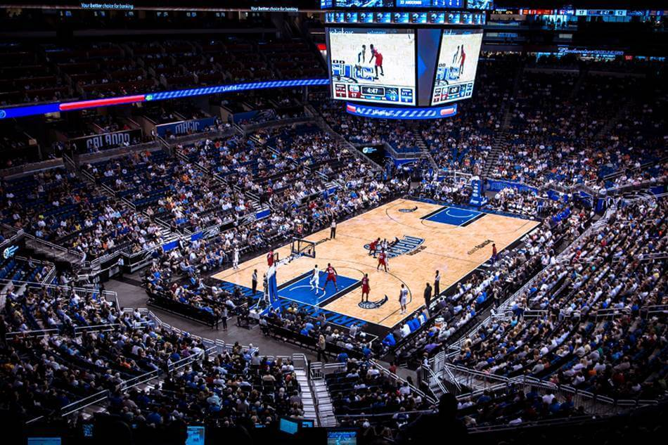 Jogo da NBA do Orlando Magic na Arena Amway Center
