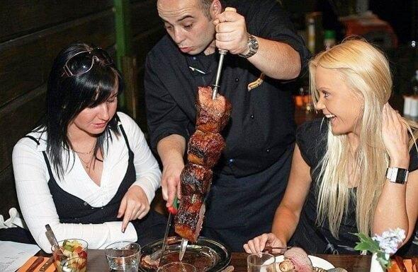 Conheça as deliciosas churrascarias brasileiras em Miami