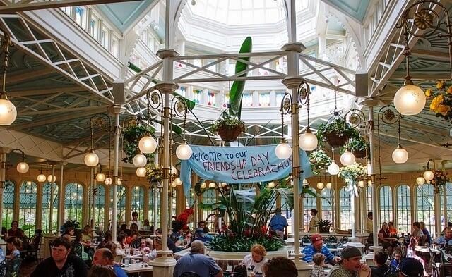 Como é o restaurante Crystal Palace na Disney