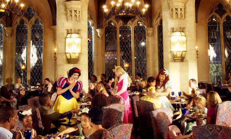 Conheça o encantador restaurante da Cinderela no Magic Kingdom