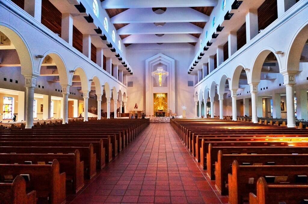 Igreja Mary Queen of the Universe em Orlando