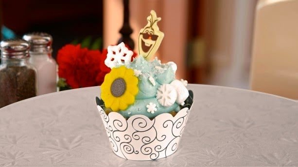 "Cupcake Frozen ""Anna's Happy Birthday Cupcake"""