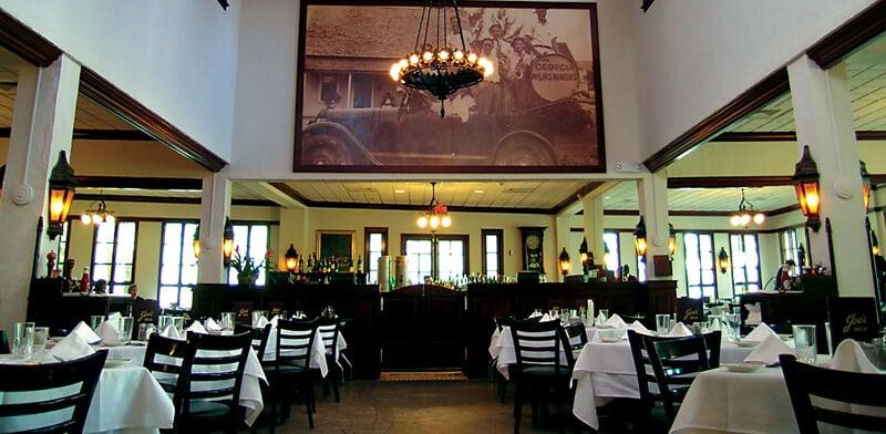 Interior do restaurante Joe's Stone Crab em Miami