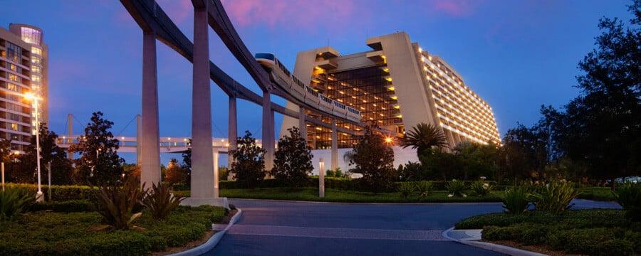 Vista externa do Hotel Disney's Contemporary Resort em Orlando
