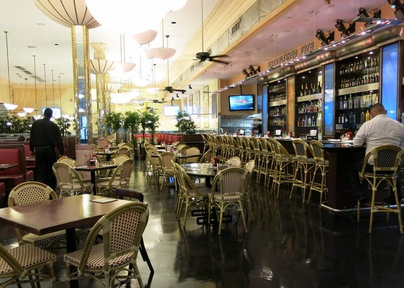 Restaurante Jerry Famous Deli em Miami