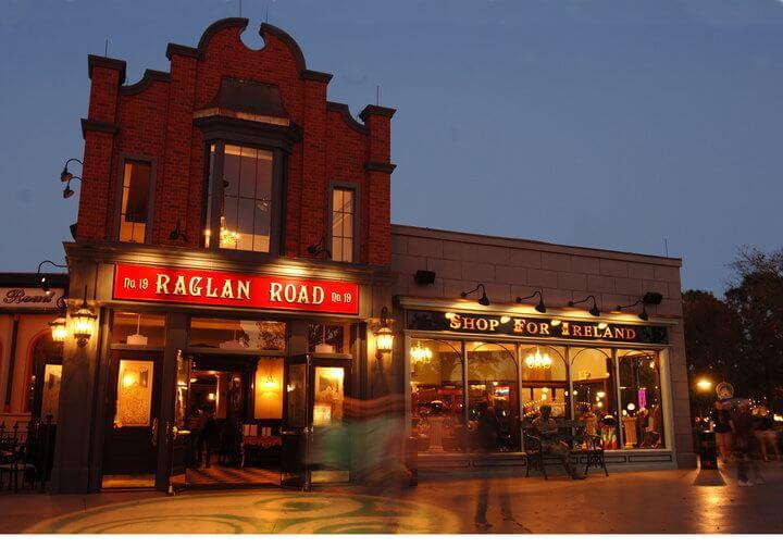 Entrada do Pub Raglan Road em Downtown Disney
