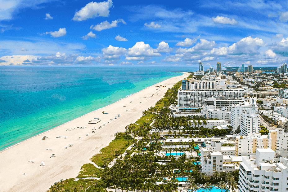 Vista aérea da praia de Miami em Abril