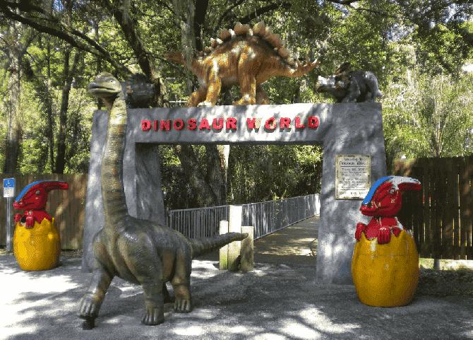Entrada do Parque Mundo dos Dinossauros em Orlando