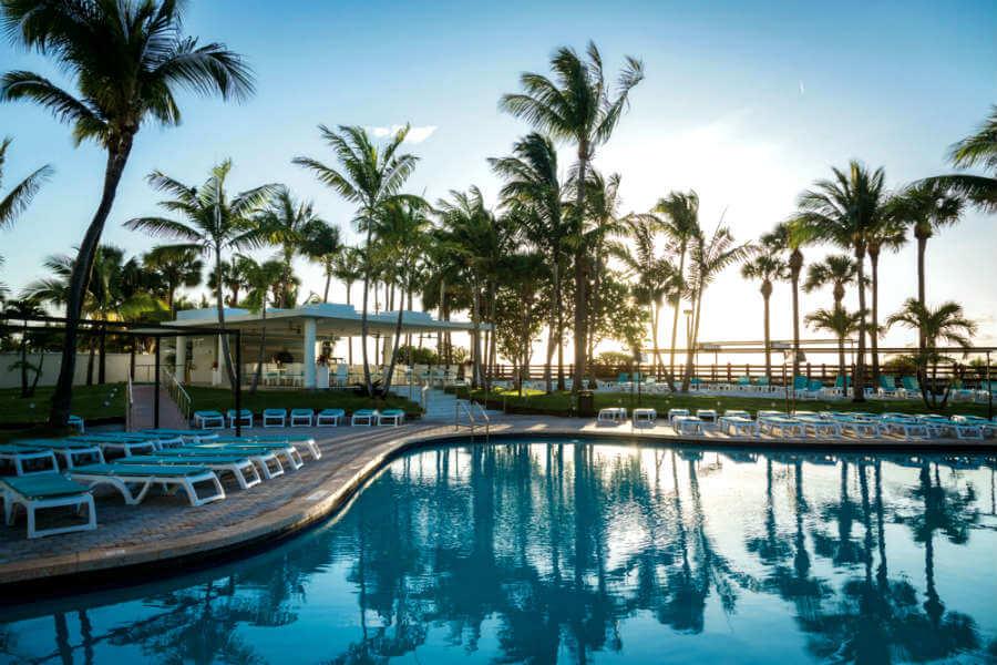 Piscina do hotel Riu Plaxa em Miami
