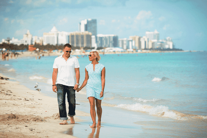 Casal na Praia em Miami
