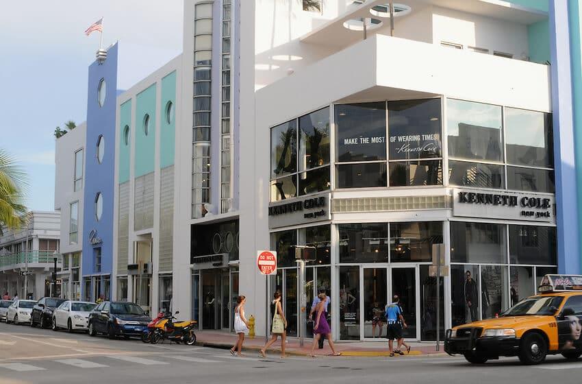 Trecho da Collins Avenue em Miami