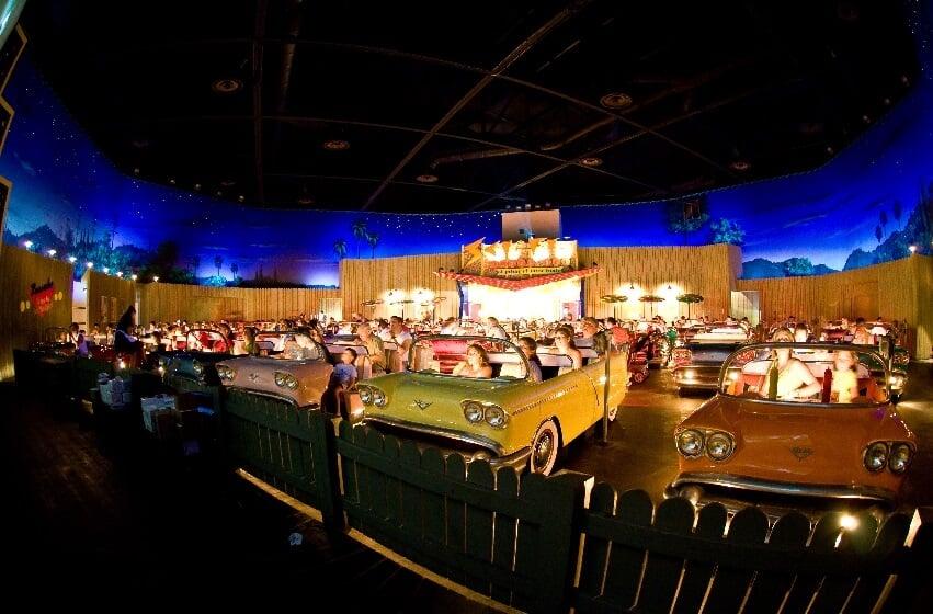 Restaurante Sci-Fi Dine-In Theater no Hollywood Studios em Orlando