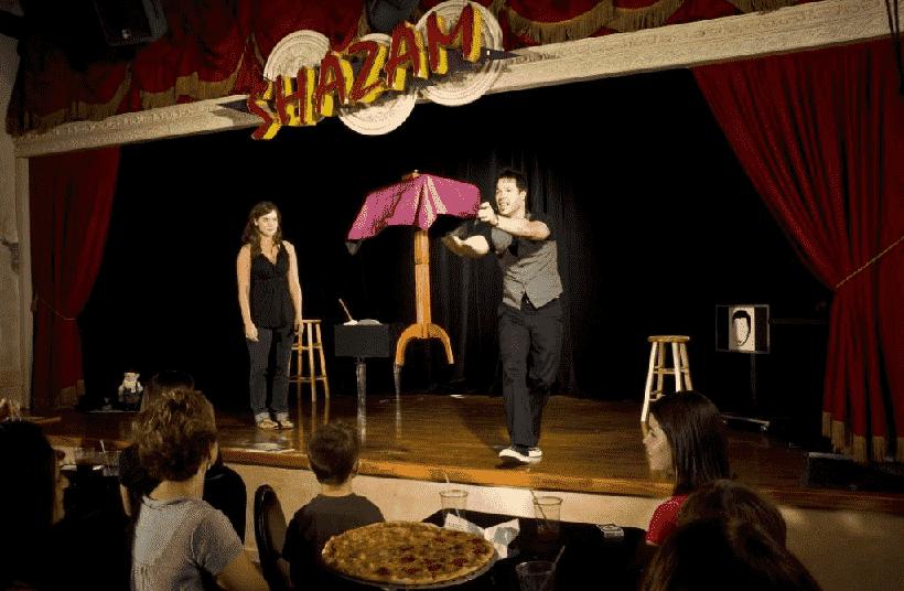 Outta Control Magic Comedy Dinner Show em Orlando