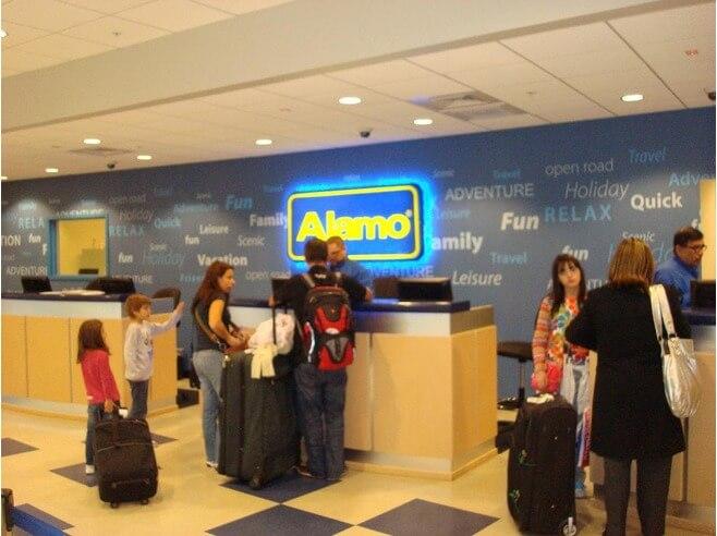 Seguros para o aluguel do veículo no aeroporto em Miami