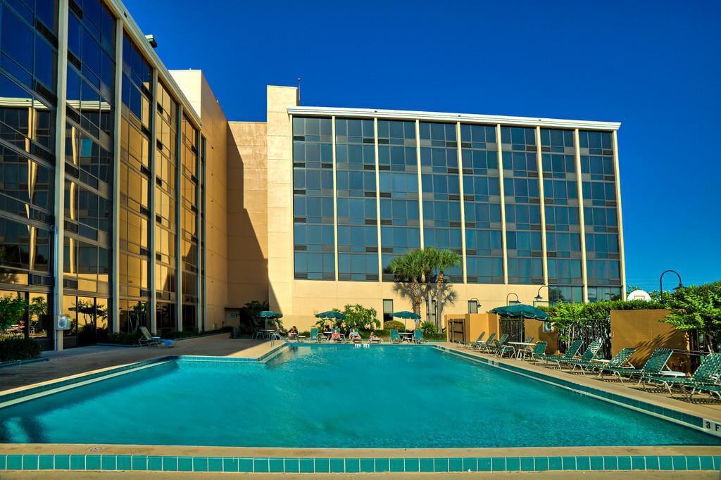 Piscina do Best Western Orlando Gateway Hotel em Orlando