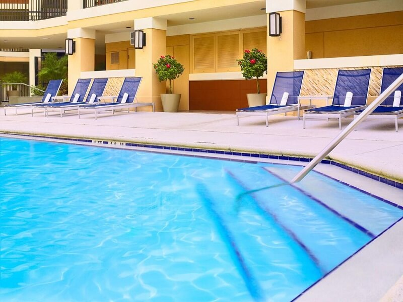 Piscina do Hotel Sonesta Es Suites em Orlando