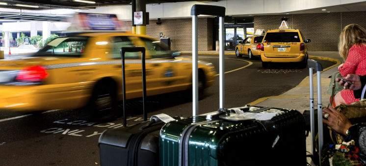 Como ir do aeroporto de Tampa até o centro turístico de táxi