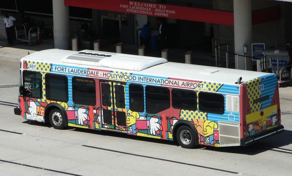 Como ir do aeroporto de Fort até o centro turístico de ônibus e trem