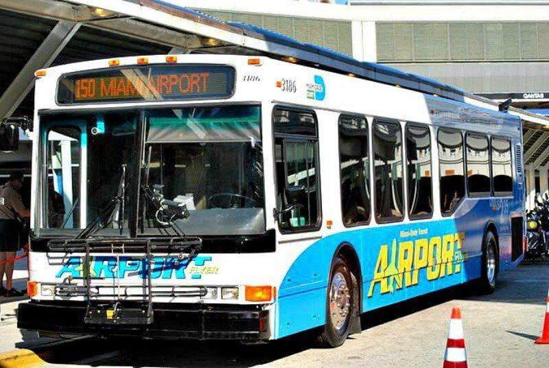 Como ir do aeroporto de Miami até o centro turístico de ônibus