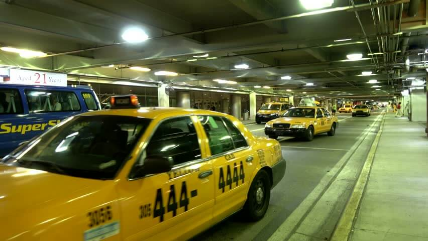 Como ir do aeroporto de Daytona Beach até o centro turístico de táxi