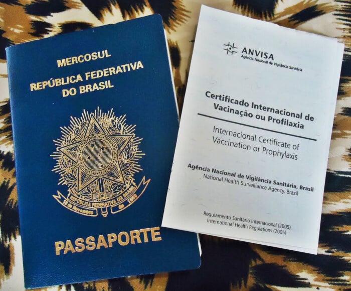 Passaporte e carteira de vacinação