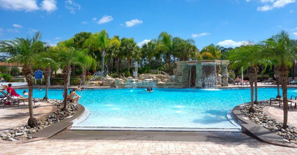 Piscina do condomínio de casas Paradise Palms em Orlando