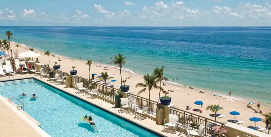Mar e piscina de hotel em Fort Lauderdale