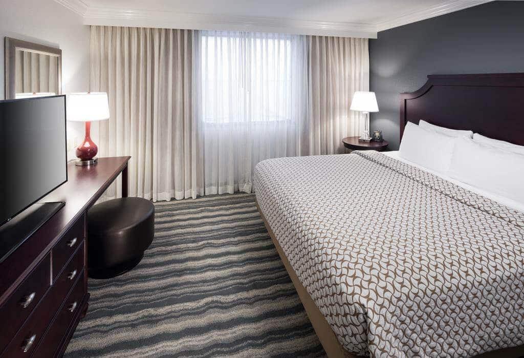 Quarto do Hotel Embassy Suites Tampa - Brandon