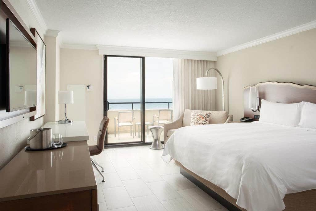 Fort Lauderdale Marriott Harbor Beach Resort & Spa: quarto