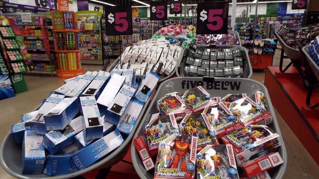 Loja Five Below em Orlando: itens por até 5 dólares