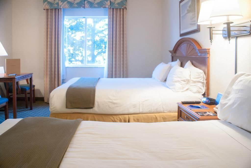 Crown Club Inn by Exploria Resorts: quarto