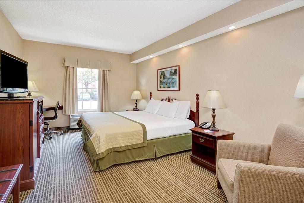 Hotéis bons e baratos em Jacksonville: Baymont by Wyndham Jacksonville/Butler Blvd: quarto