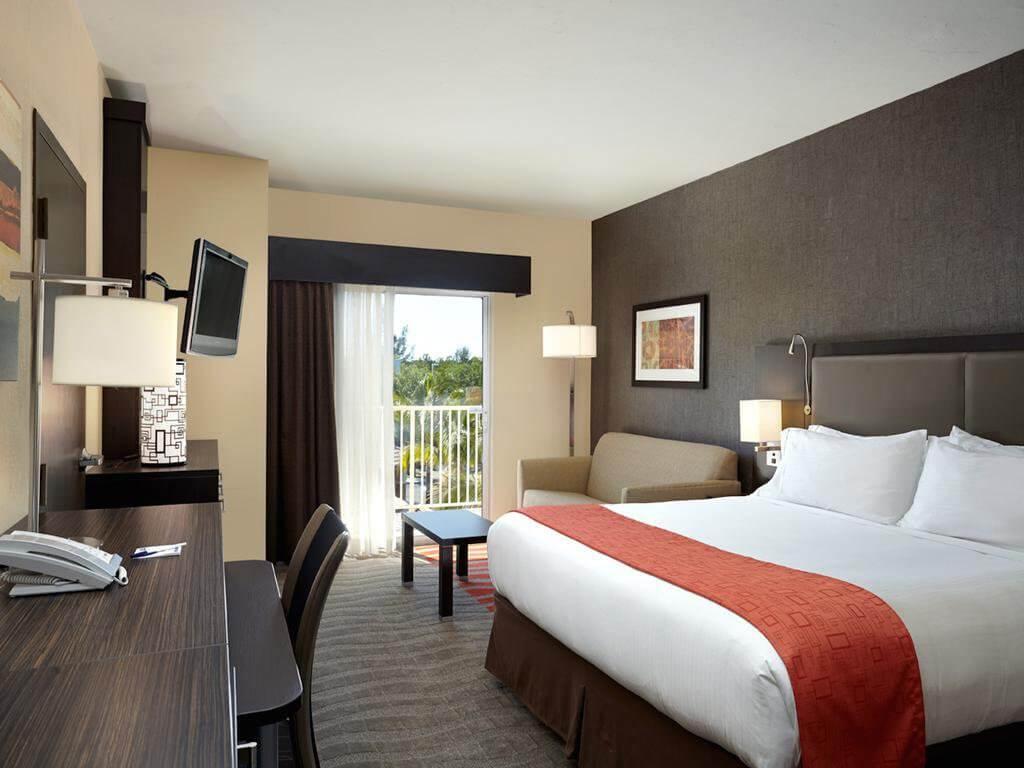 Hotéis bons e baratos em Naples na Flórida: Hotel Holiday Inn Express Naples Downtown 5th Avenue: quarto