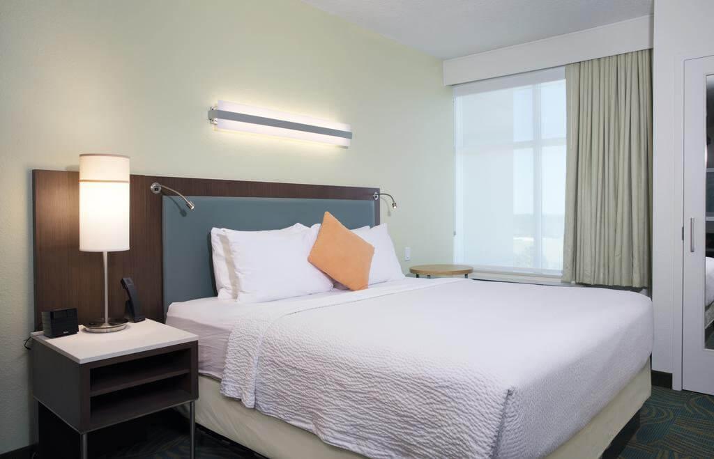 Hotel SpringHill Suites by Marriott Orlando em Kissimmee: quarto