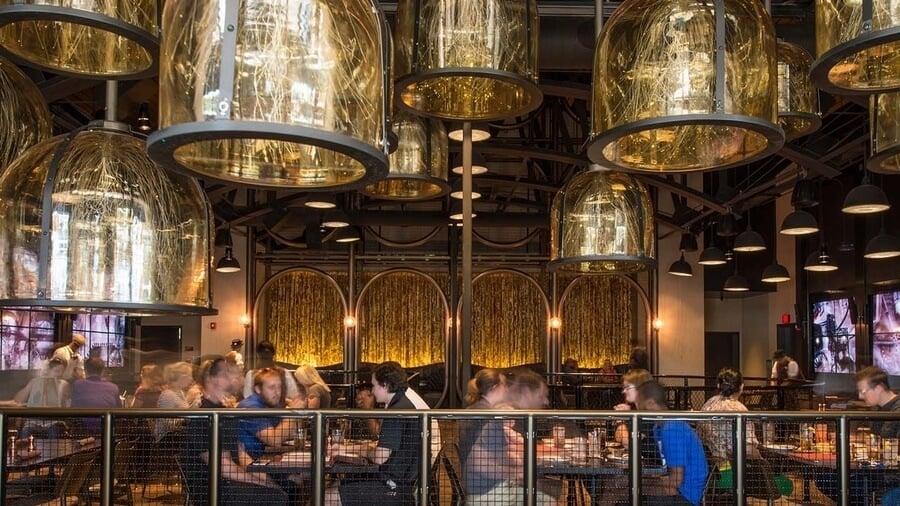 Interior do restaurante da Universal Toothsome Chocolate Emporium & Savory Feast Kitchen em Orlando
