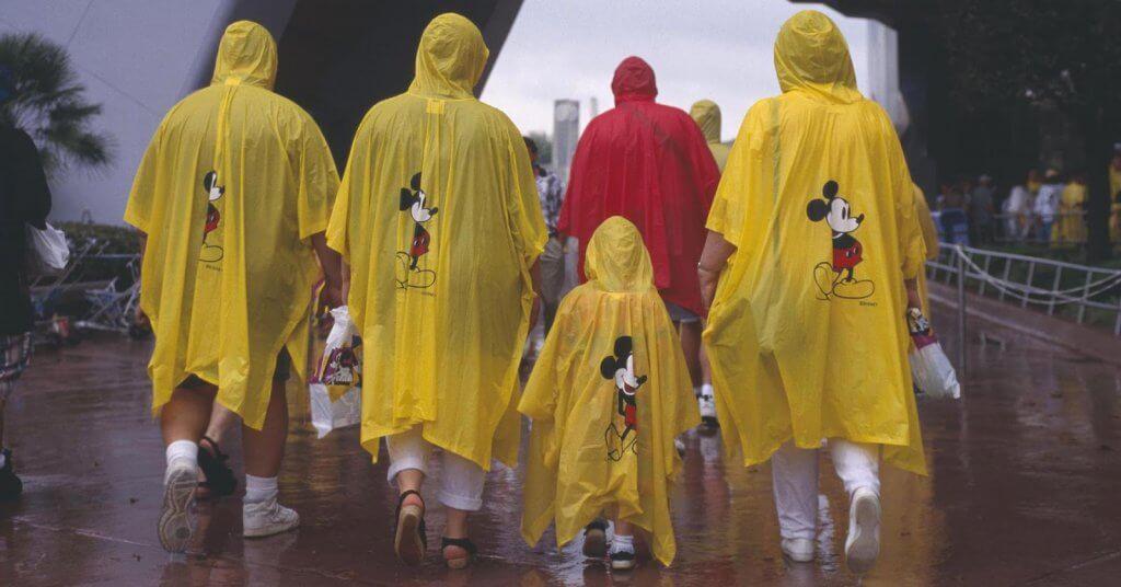 Meses em que menos chove em Orlando: Capa de chuva da Disney em Orlando