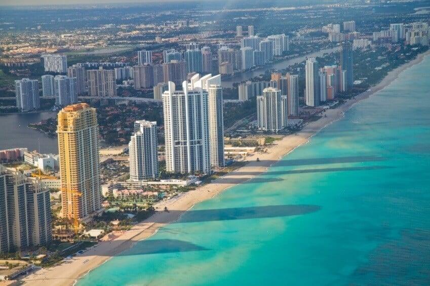 Fuso horário Miami X Brasil: Praia em Miami