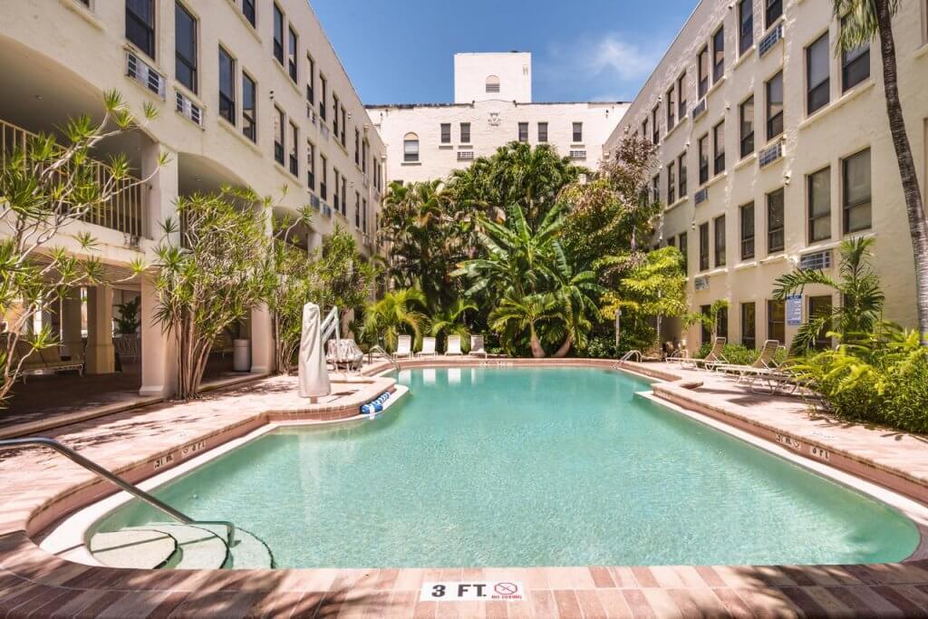 Piscina do Tropicals of Palm Beach