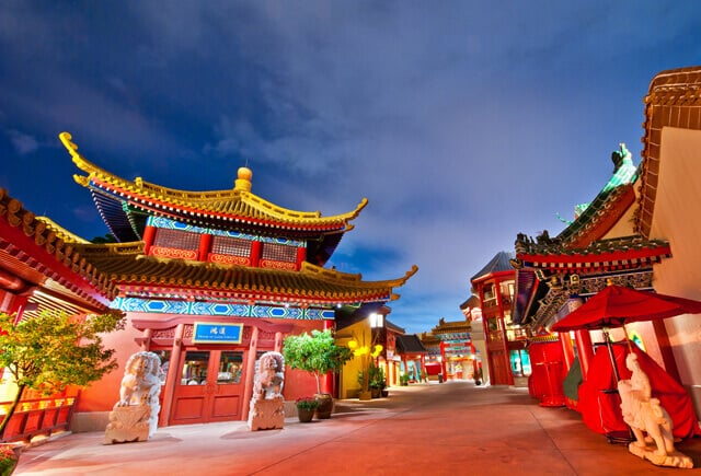 Noite no Epcot no pavilhão chinês da Disney Orlando