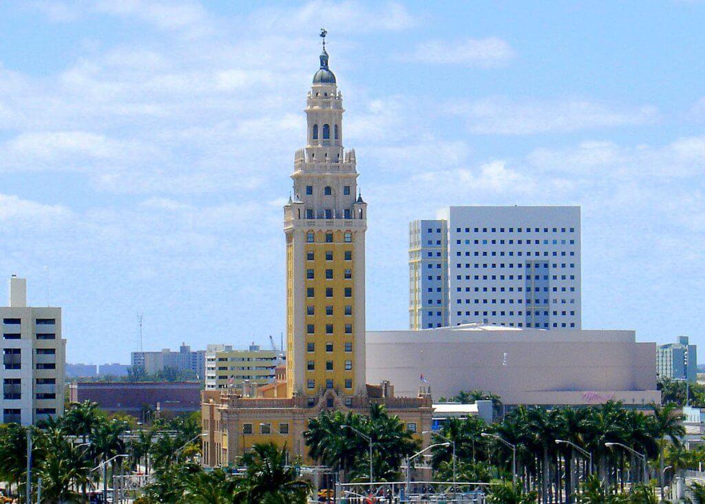 5 lugares históricos e monumentos em Miami: Freedom Tower