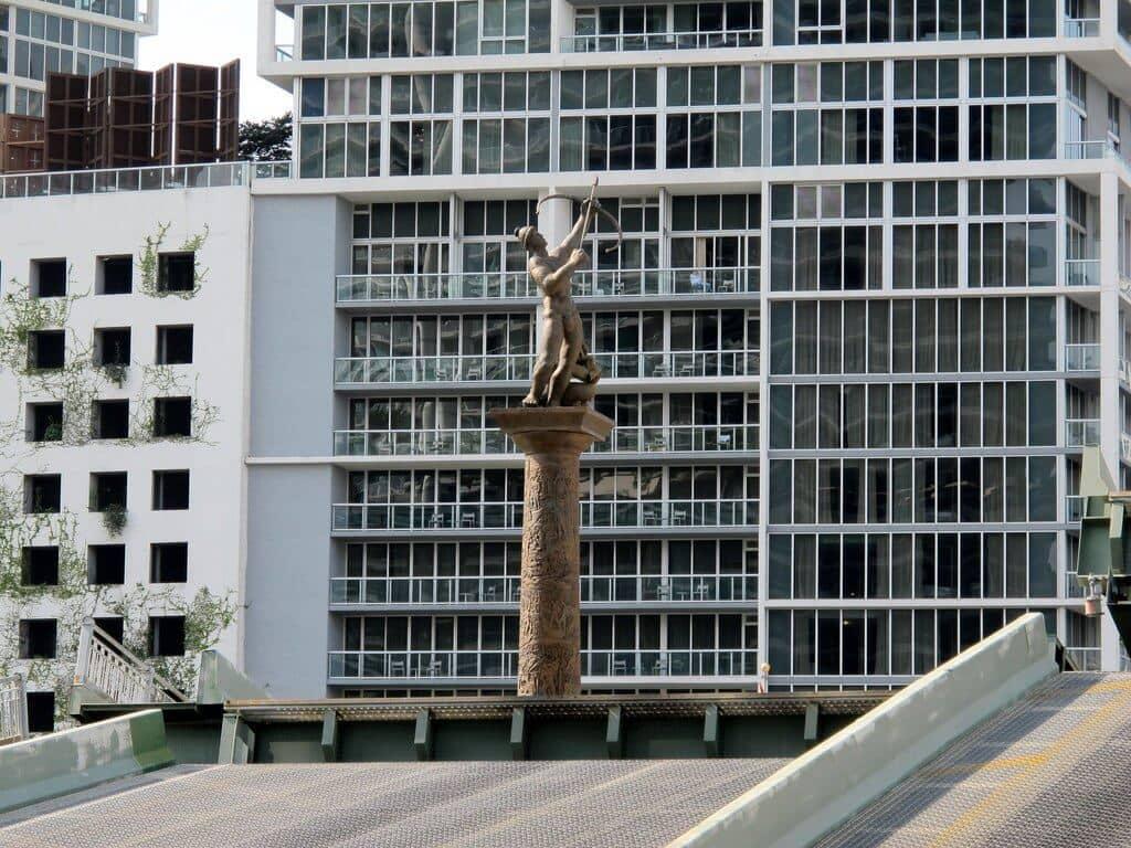 5 lugares históricos e monumentos em Miami: The Pillar of History